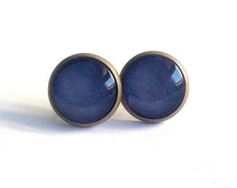 Earrings studs, monochrome, color blue metal irrisé, bronze and glass. Smart and elegant.