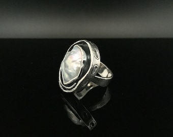 Fresh Water Pearl Silver Ring // 925 Sterling Silver // Oxidized Texured Pattern  //  Natural Fresh Water Pearl