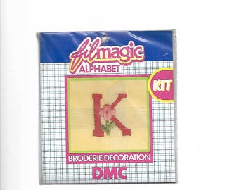 """Letter """"K"""" red embroidery floss to customize a garment 3.5 x 3.5 cm"""