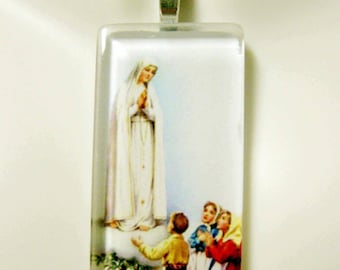 Our Lady of Fatima pendant with chain - GP01-386