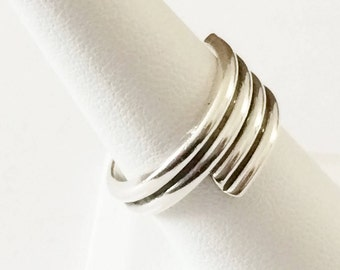 Size 8 Sterling Silver Swirl Band Ring (6.7 grams)