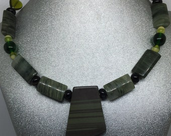 Trapezoid Pendant, Green Agate Bead Memory Wire Necklace