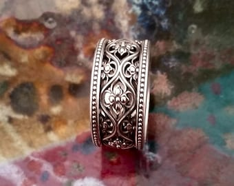 VALENCIA Intricate Gothic Wedding Band in 925 Sterling Silver