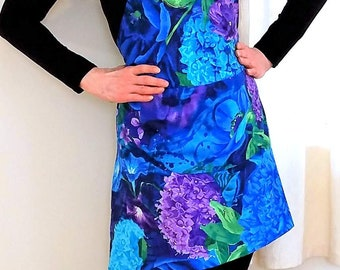 Womens Apron in Big Blue Blooms