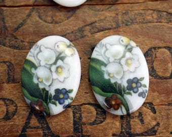 Vintage Glass Cabochon Lily of the Valley Flower Cabochon 25x18mm Oval Cabochon (1 Cab) J144