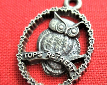 Tops Retreat Charm Owl Image Sterling Silver Bracelet Charm Vintage Jewelry Making Supply Travel Keepsake Gift Bracelet Charm CWOSS1