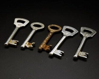 5 Antique Skeleton Keys - Rusty Skeleton Keys
