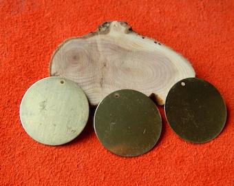1 round brass 28 mm pendant Medal