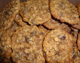 Homemade Oatmeal Raisin Cinnamon Cookies (2 Dozen)