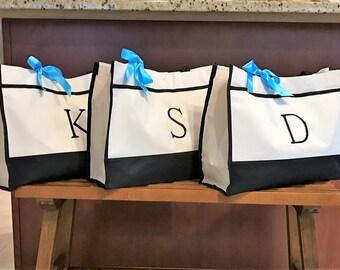 Custom tote,  Bridesmaid Tote Bag as Monogrammed Bridesmaid Totes as Bridesmaid Gift for Bridal Party Gifts, Bridal Party Bags, Wedding