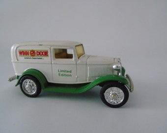 Toy Car Advertising 1932 Ford Panel Delivery Truck Winn - Dixie Americas Supermarket ERTL Vintage Vehicles Series