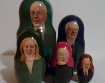 vintage 5-pc set of Russian nesting dolls
