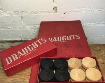 Vintage wooden Draughts set and board The 'Harlesden' Series 1930s.