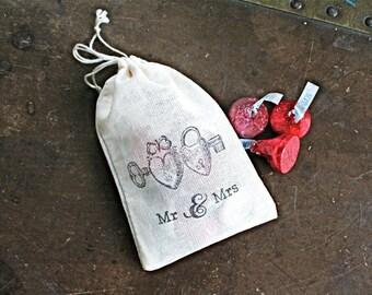 Wedding favor bags, set of 50 drawstring cotton bags, heart lockets Mr and Mrs, vintage wedding favor, cloth favor bag, hand stamped favor