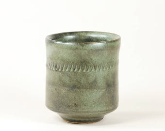 Blue-gray ceramic cup (yunomi)