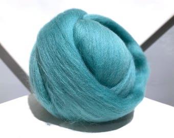 Turquoise Merino wool roving, Needle Felting Spinning wool, aqua roving, light blue green Merino roving