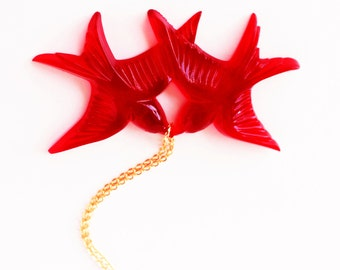 Bright red vintage plastic swallow love birds gold necklace