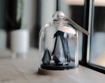 Sculpture Origami Pingouin. Annonce naissance. Cadeau grossesse. Decoration Noir et Blanc. Taxidermie. Cabinet Curiosités. Maman enfant bébé