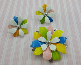 Sarah Coventry Pastel Petals  enamel Brooch and Clip earrings 1967 mint condition Rainbow colors