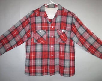 1950's Wool Plaid Men's Shirt, Light Weight, Patch Pockets with Buttons, Red and Gray Plaid // Very Good condition