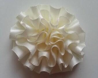 fleur en ruban de satin ivoire clair 50mm