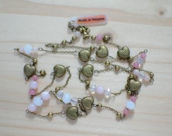 Sautoir bohème romantique cœurs en métal bronze vieilli et perles rose clair en jade et en verre à facettes - idée cadeau Saint Valentin