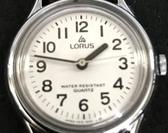 Lovely little sporty Lorus Quartz wmns watch