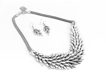 Beautiful Silver Layered Leaf Feathered Necklace & Earring Set