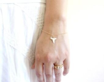 Dainty Shark Tooth Bracelet, Delicate Gold Bracelet, Gold Layering Bracelet, Wire Wrapped Boho Beach Jewelry