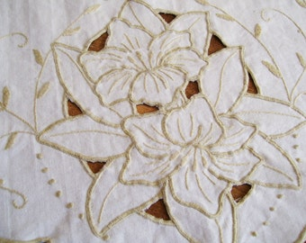 Vintage Linen EMBROIDERED TABLE RUNNER Doily Dresser Lily Madeira Cut Work Tan on White 12x36