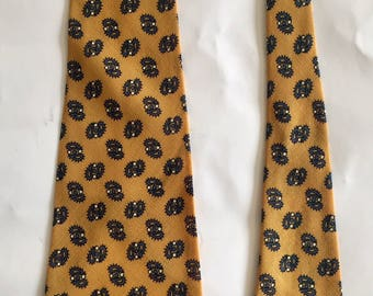 Vintage 1960s Men's Botany Mills Lightweight Wool Ochre Yellow Blue Paisley Tie