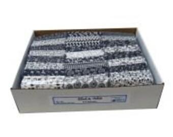 Black & White Fat Quarter Bundle (100 pieces)