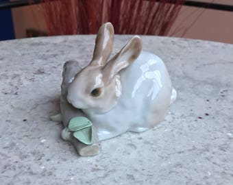 "Retired Lladro ""Rabbit Eating"" (brown) Porcelain Figurine #4772"