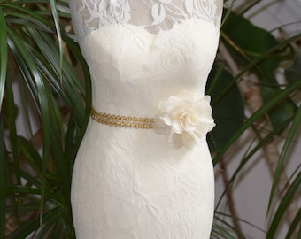 Lace Fitted Dress Bridal Centerpiece