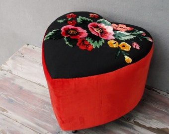 Heart and Flowers Pouf Accent Chair Embroidered Stool Ottoman Pouf Boho Style Wooden Furniture Vintage Embroidery