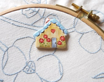 Needleminder, Yellow and Blue Ceramic English Cottage