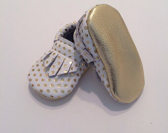 White with Gold Polka Dots Classic Fringe Leather Moccasins, White and Gold Baby Moccasins, Gold Toddler Moccasins, Leather Baby Moccs