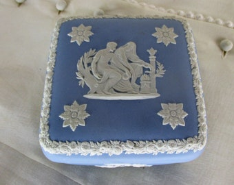 Wedgwood Jasperware Baby Blue Lavendel Treasure Trinket Box Lidded Diamond Club