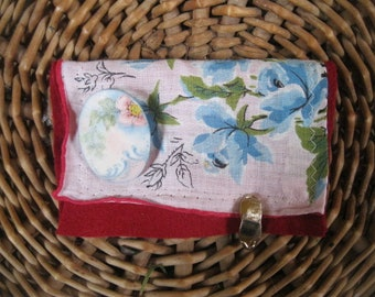 VINTAGE LiNEN KEEPSAKE POUCH with blue floral  Gift card holder