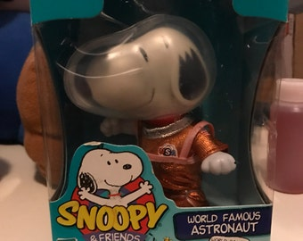 Action figures, friends of snoopy, unopened box.
