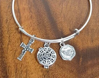 Easter Charm Bracelet Essential Oil Diffuser Cross With Lily Peace Dove Aromatherapy Fragrance Locket Adjustable Bangle Gift For Her