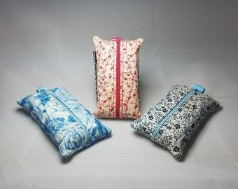 Tissue zipper case