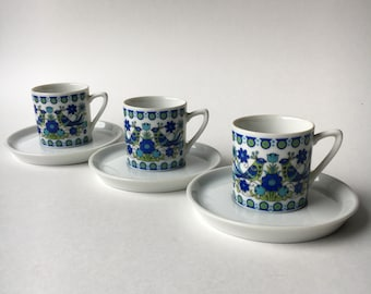Three wee vintage ceramic bird floral mugs adorable coffee tea espresso cups and saucers