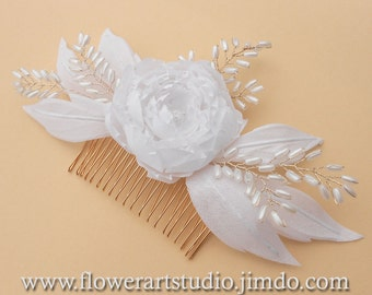 White Bridal Hair Flower, Bridal Hair Accessories, White Bridal Headpiece,  Feminine White flower comb, White pearl and flower bridal comb.