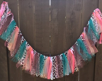 Giraffe Print Garland, Fabric and Tulle Garland, Vintage Style Colors, Giraffe, Baby Shower, Party, Nursery, Custom COLORS. Sizes Available