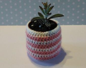 Crochet indoor succulent planter , round , pastels , handmade