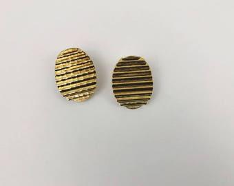 Vintage Gold Ridged Oval Earrings. 80's style. For pierced ears.