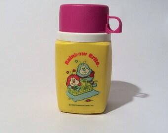 Vintage des années 1980 Rainbow Brite Thermos, graphisme agréable et propre