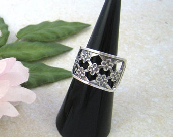 FLORAL RING, Spoon ring, Open ring silver 830, Wide band ring, Open band ring, Upcycled jewelry, Daisy ring, Spoon vintage 1967. Size 7 1/4.