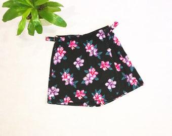 Vintage Black Flowered Skort   Size 8   Shorts / Skirt   Sostanza   Deadstock   Denim   Jean   80s Skort   Floral   High Waisted
